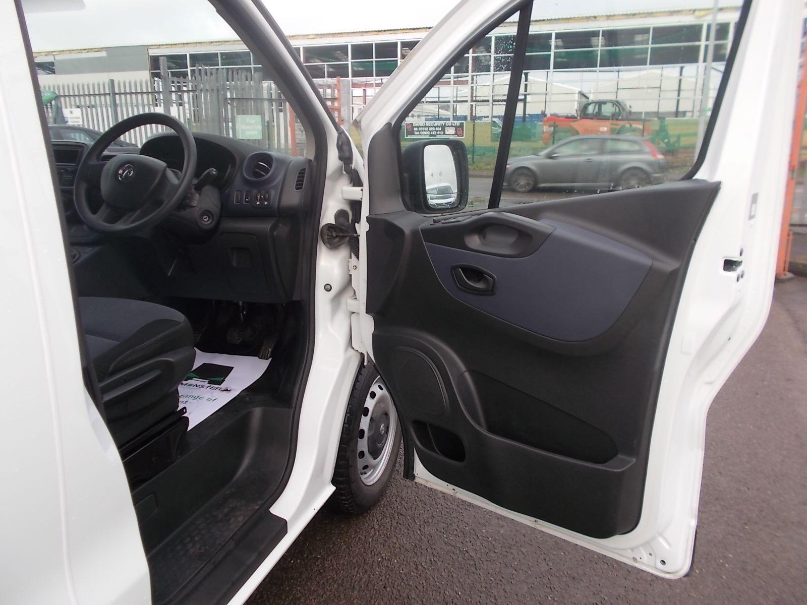 2017 Vauxhall Vivaro L2 H1 2900 1.6CDTI 120PS EURO 6 (DV17FNH) Image 13