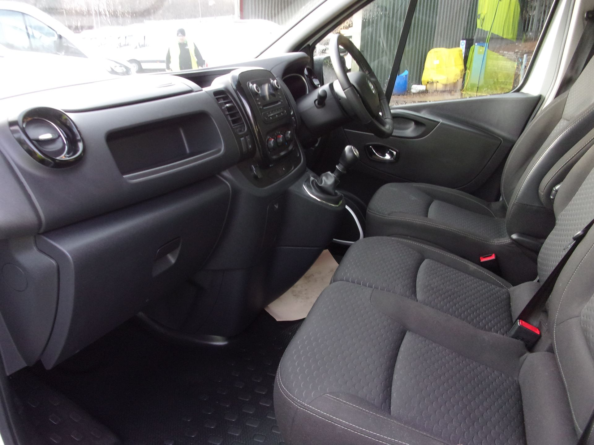 2018 Vauxhall Vivaro L2 H1 2900 1.6 CDTI 120PS SPORTIVE VAN EURO 6 (DV18RXU) Image 15