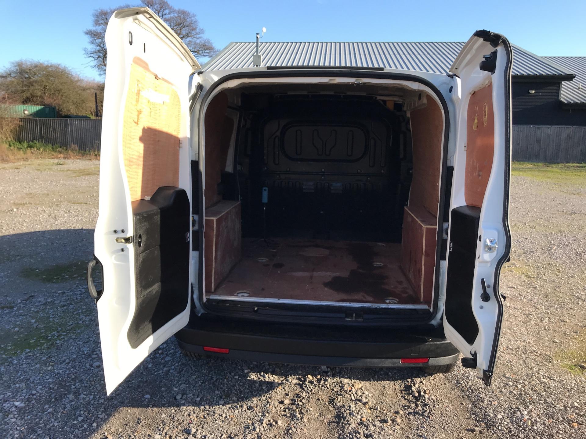 2014 Vauxhall Combo L1H1 2000 1.3 16V EURO 5 (DV64XYA) Image 16