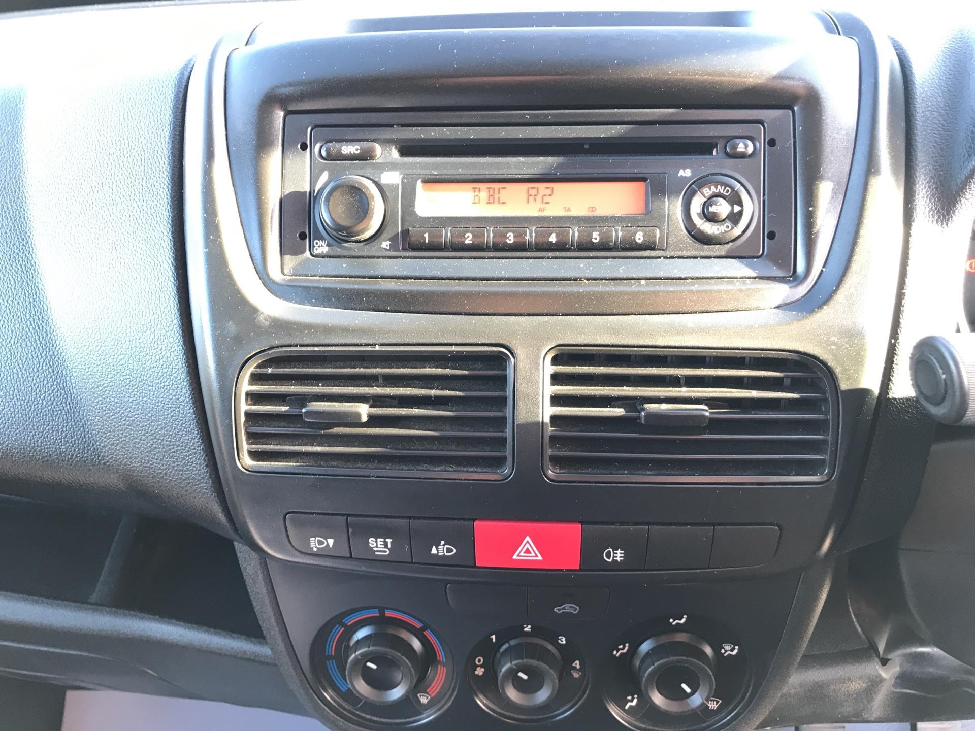 2014 Vauxhall Combo L1H1 2000 1.3 16V EURO 5 (DV64XYA) Image 10