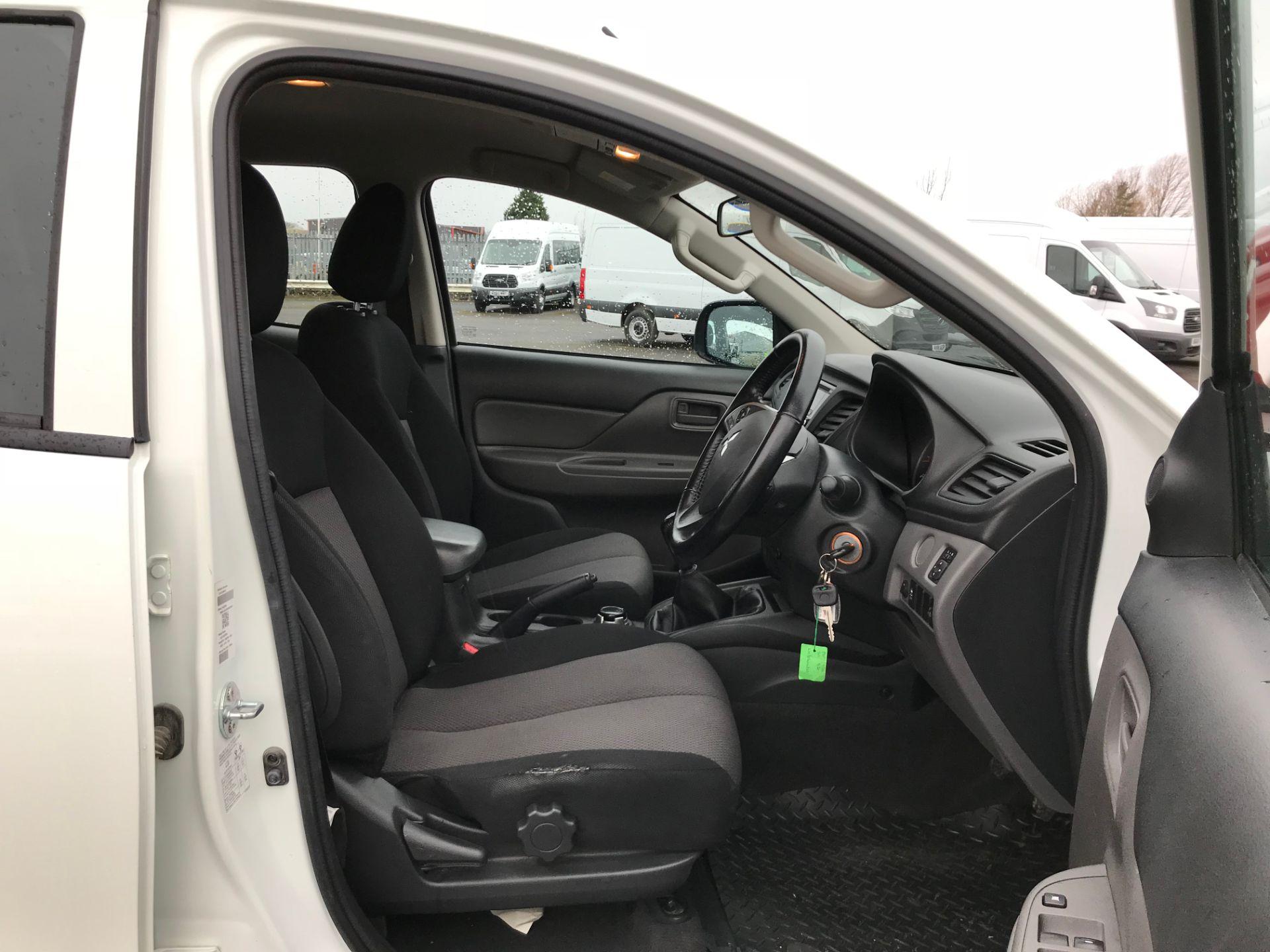 2016 Mitsubishi L200 Double Cab Di-D 151 4Life 4Wd (DV66VPT) Image 11