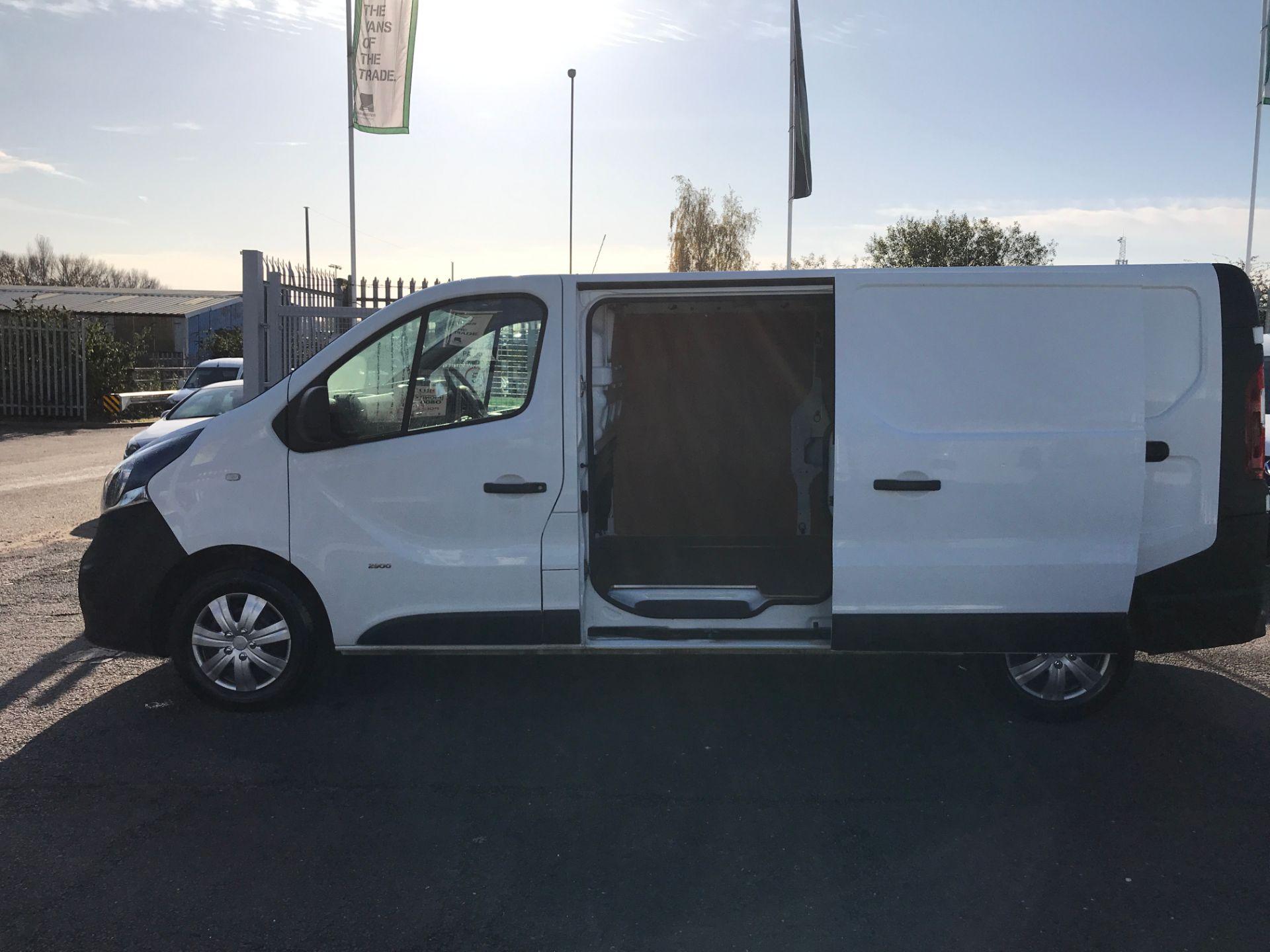 2017 Vauxhall Vivaro 2900 L2 H1 1.6CDTI 120PS EURO 6 (DV67LWC) Image 16