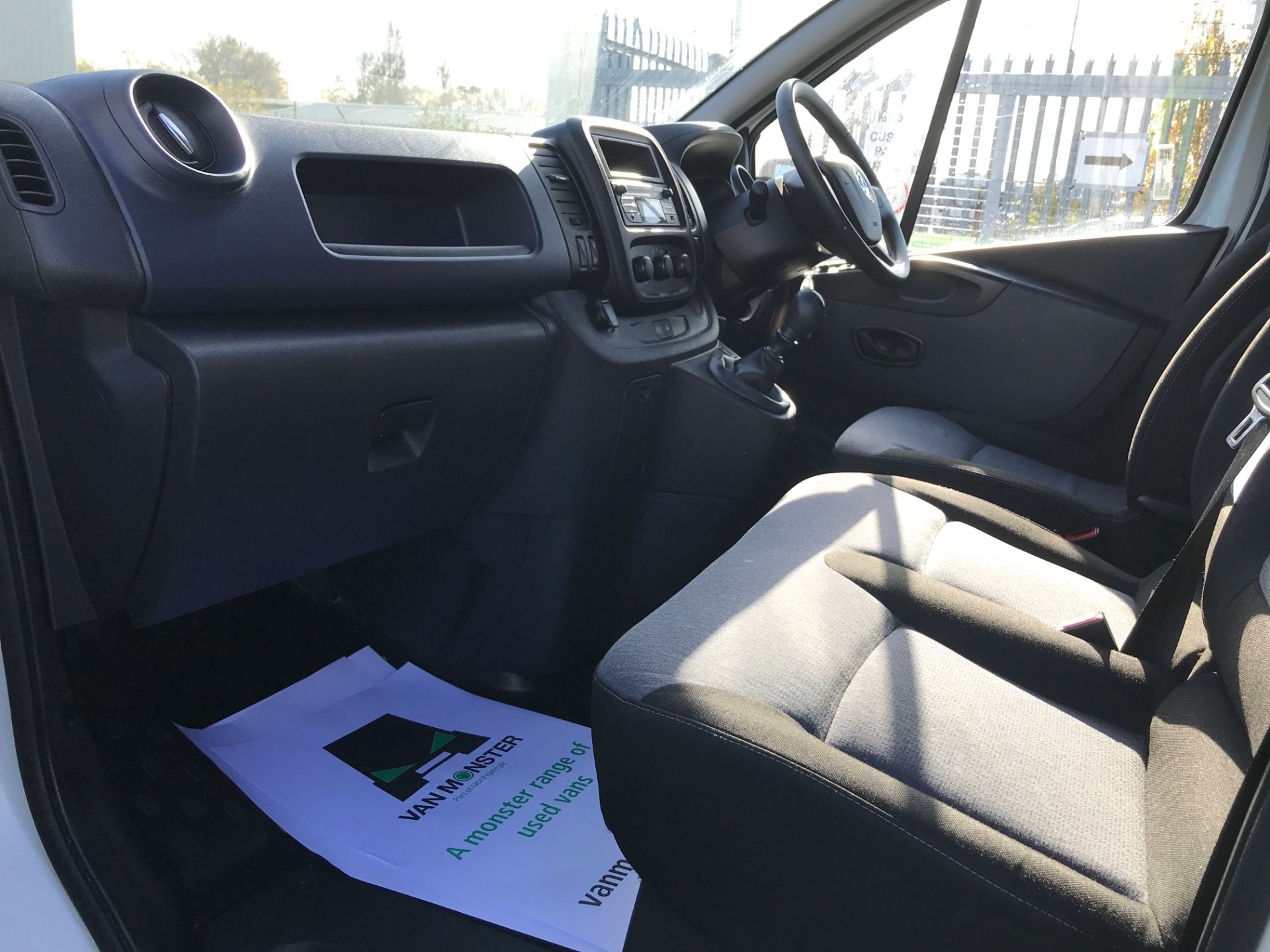 2017 Vauxhall Vivaro 2900 L2 H1 1.6CDTI 120PS EURO 6 (DV67LWC) Image 12