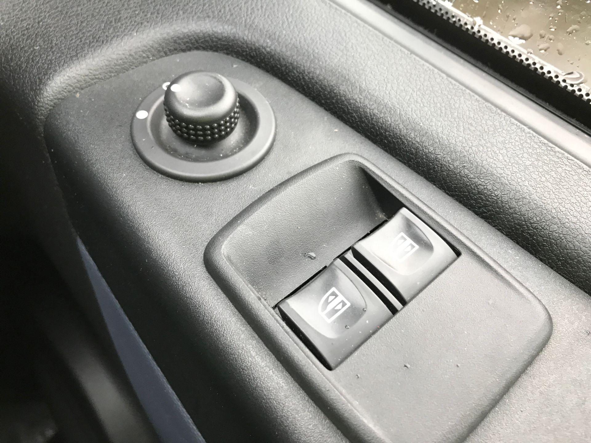 2017 Vauxhall Vivaro 2900 L2 H1 1.6CDTI 120PS EURO 6 (DV67LXB) Image 28