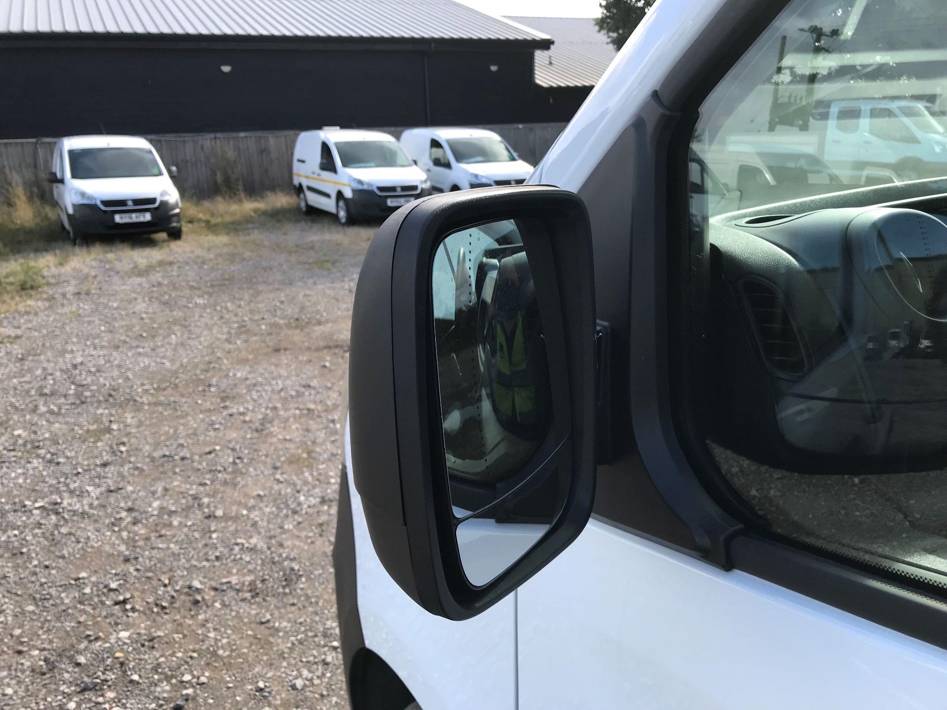 2017 Vauxhall Vivaro L2 H1 2900 1.6CDTI 120PS EURO 6 (DV67LXX) Image 23