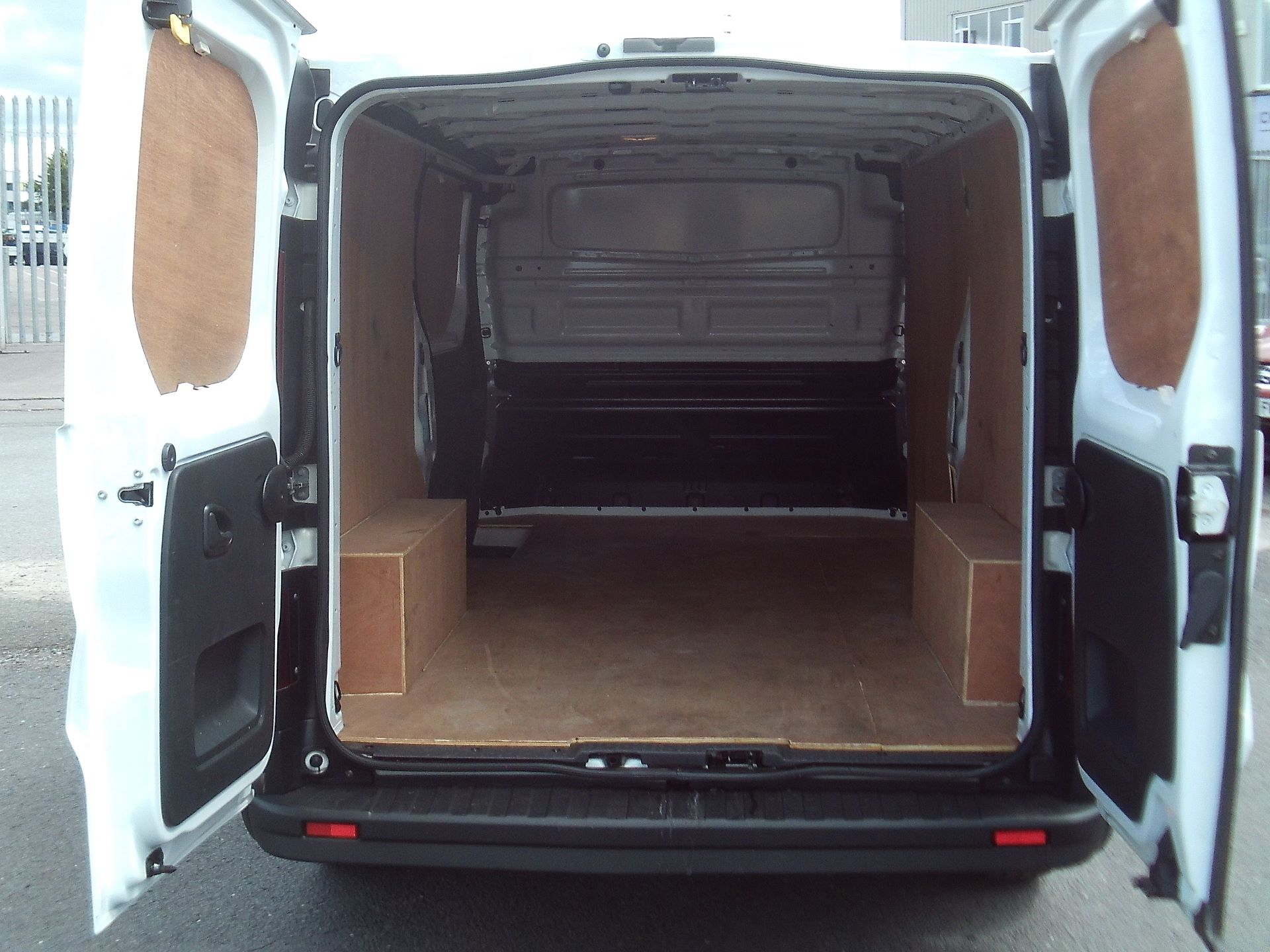 2017 Vauxhall Vivaro 2900 L2 H1 1.6CDTI 120PS EURO 6 (DV67WLU) Image 8
