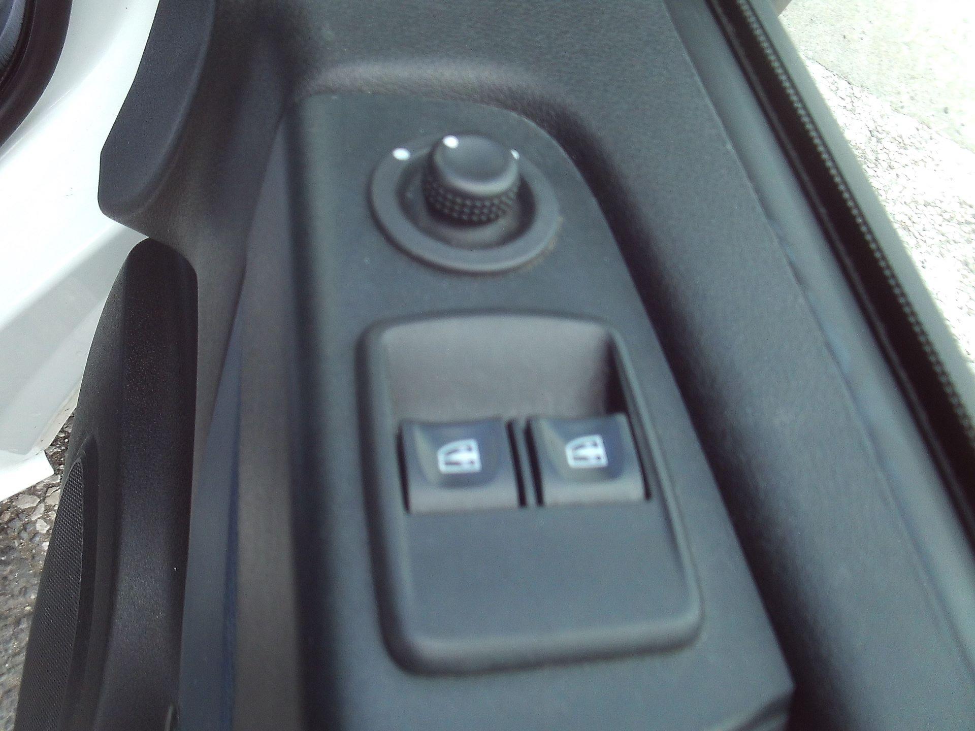 2017 Vauxhall Vivaro 2900 L2 H1 1.6CDTI 120PS EURO 6 (DV67WLU) Image 13