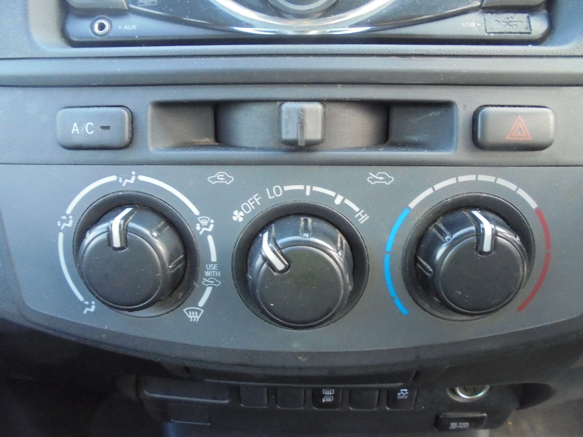 2015 Toyota Hilux Active D/Cab Pick Up 2.5 D-4D 4Wd 144 (DX15WSV) Image 32