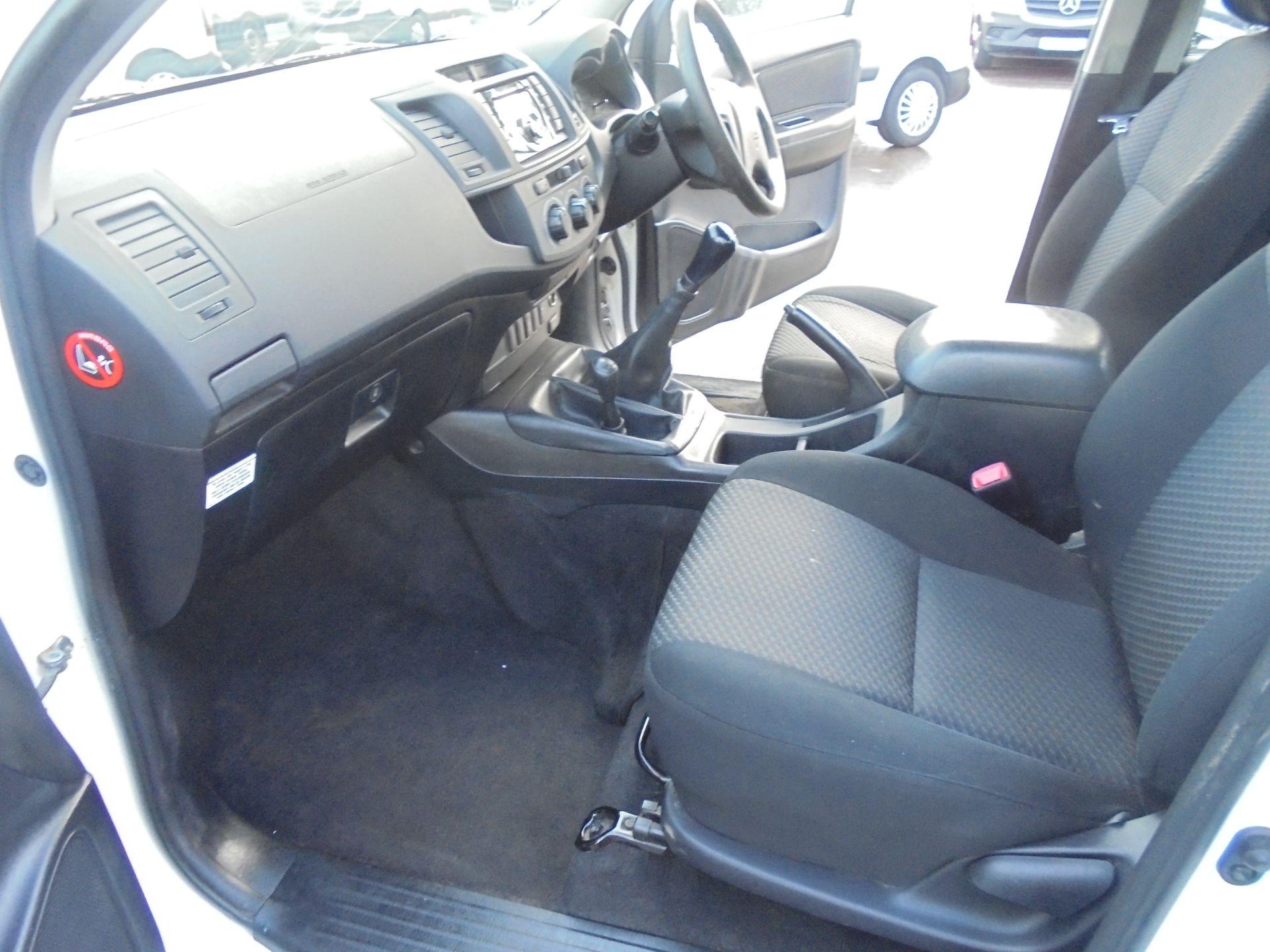 2015 Toyota Hilux Active D/Cab Pick Up 2.5 D-4D 4Wd 144 (DX15WSV) Image 34