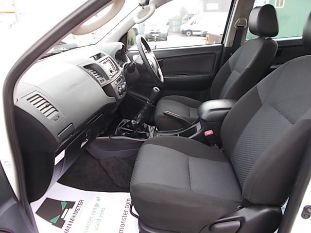 2016 Toyota Hilux DOUBLE CAB PICK UP 2.5 D-4D 4WD ACTIVE EURO 5 (DX16TUU) Image 14