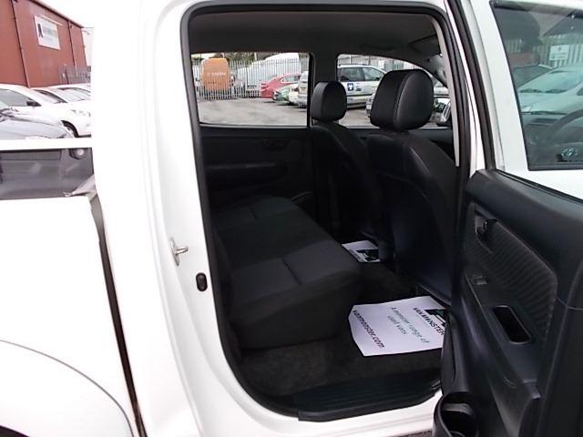 2016 Toyota Hilux DOUBLE CAB PICK UP 2.5 D-4D 4WD ACTIVE EURO 5 (DX16TUU) Image 9