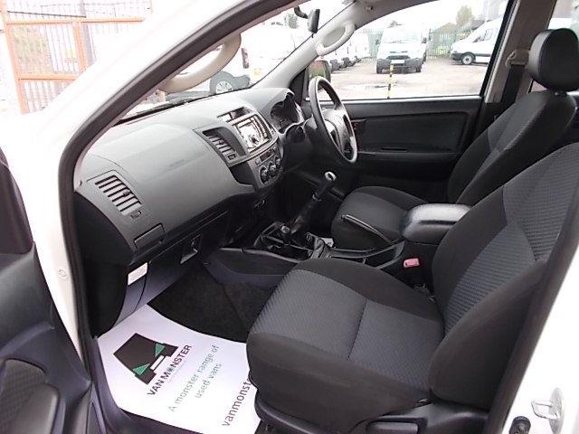 2016 Toyota Hilux DOUBLE CAB PICK UP 2.5 D-4D 4WD ACTIVE EURO 5 (DX16TUU) Image 13