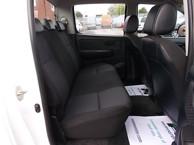 2016 Toyota Hilux DOUBLE CAB PICK UP 2.5 D-4D 4WD ACTIVE EURO 5 (DX16TUU) Image 10