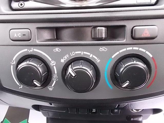 2016 Toyota Hilux DOUBLE CAB PICK UP 2.5 D-4D 4WD ACTIVE EURO 5 (DX16TUU) Image 19