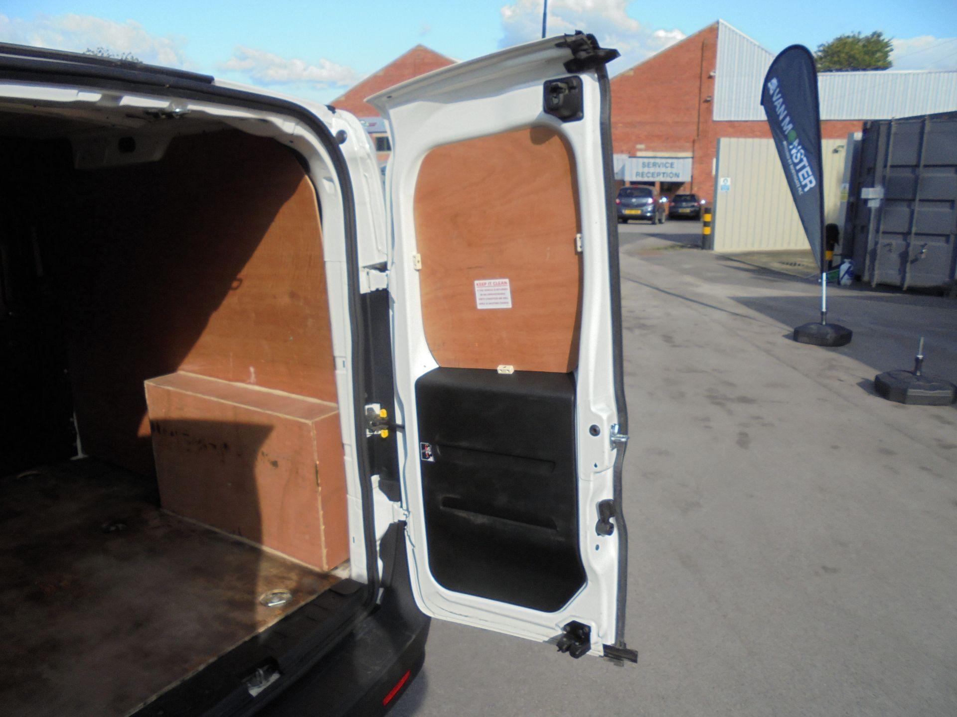 2016 Vauxhall Combo 2000 1.3 Cdti 16V H1 Van (DX16YHZ) Image 19