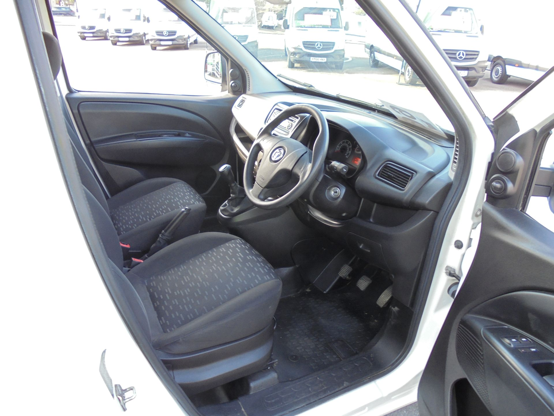 2016 Vauxhall Combo 2000 1.3 Cdti 16V H1 Van (DX16YHZ) Image 9