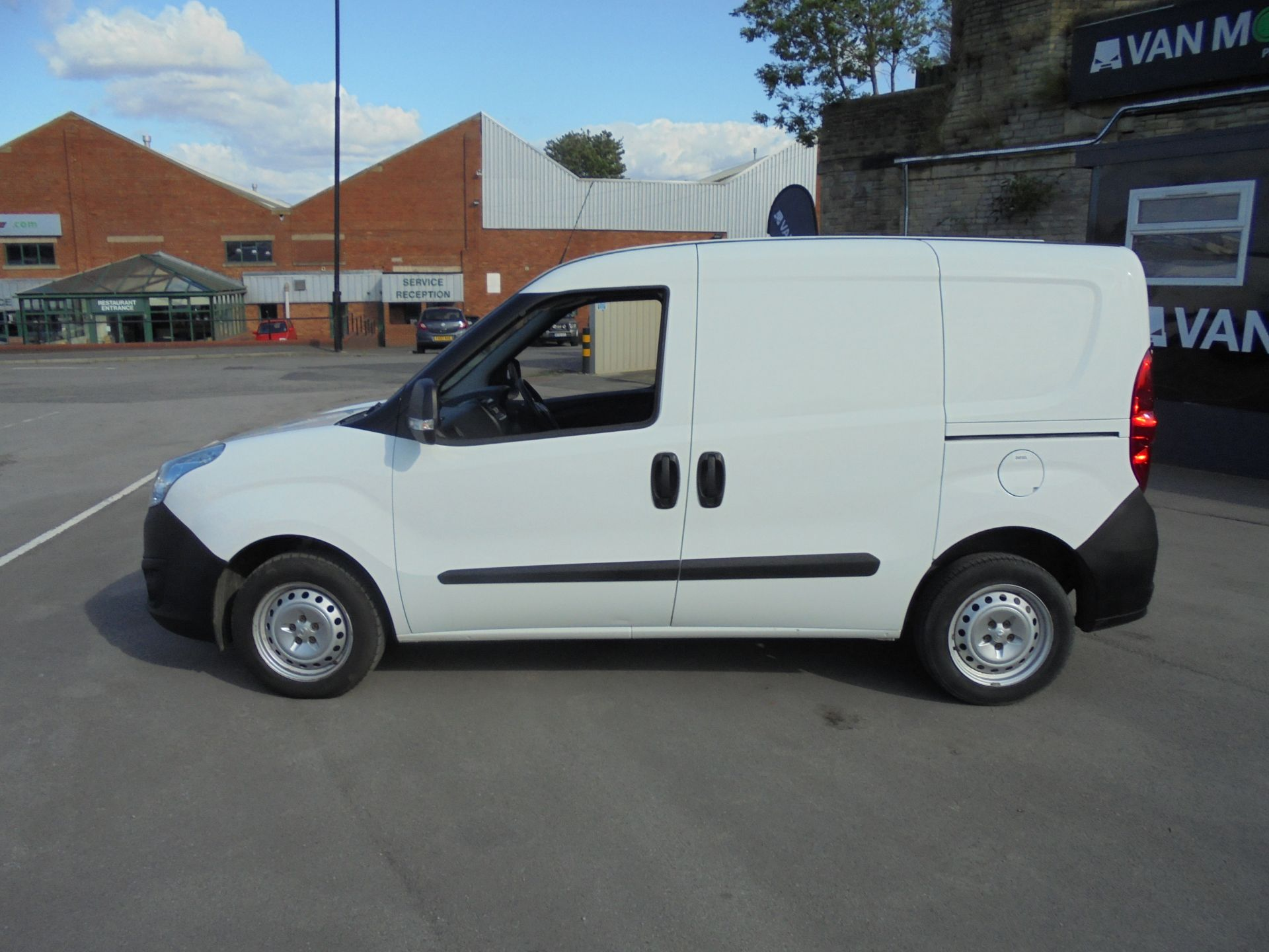 2016 Vauxhall Combo 2000 1.3 Cdti 16V H1 Van (DX16YHZ) Image 4