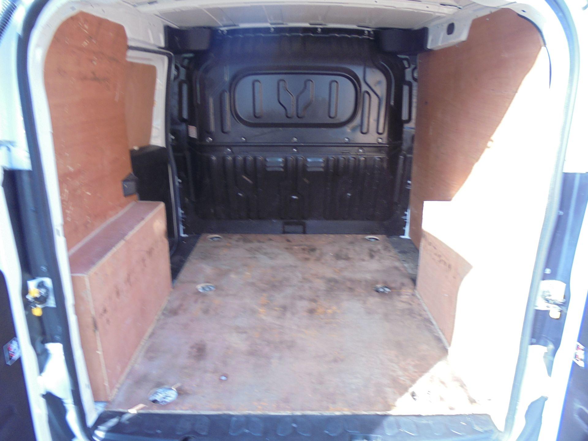2016 Vauxhall Combo 2000 1.3 Cdti 16V H1 Van (DX16YHZ) Image 17