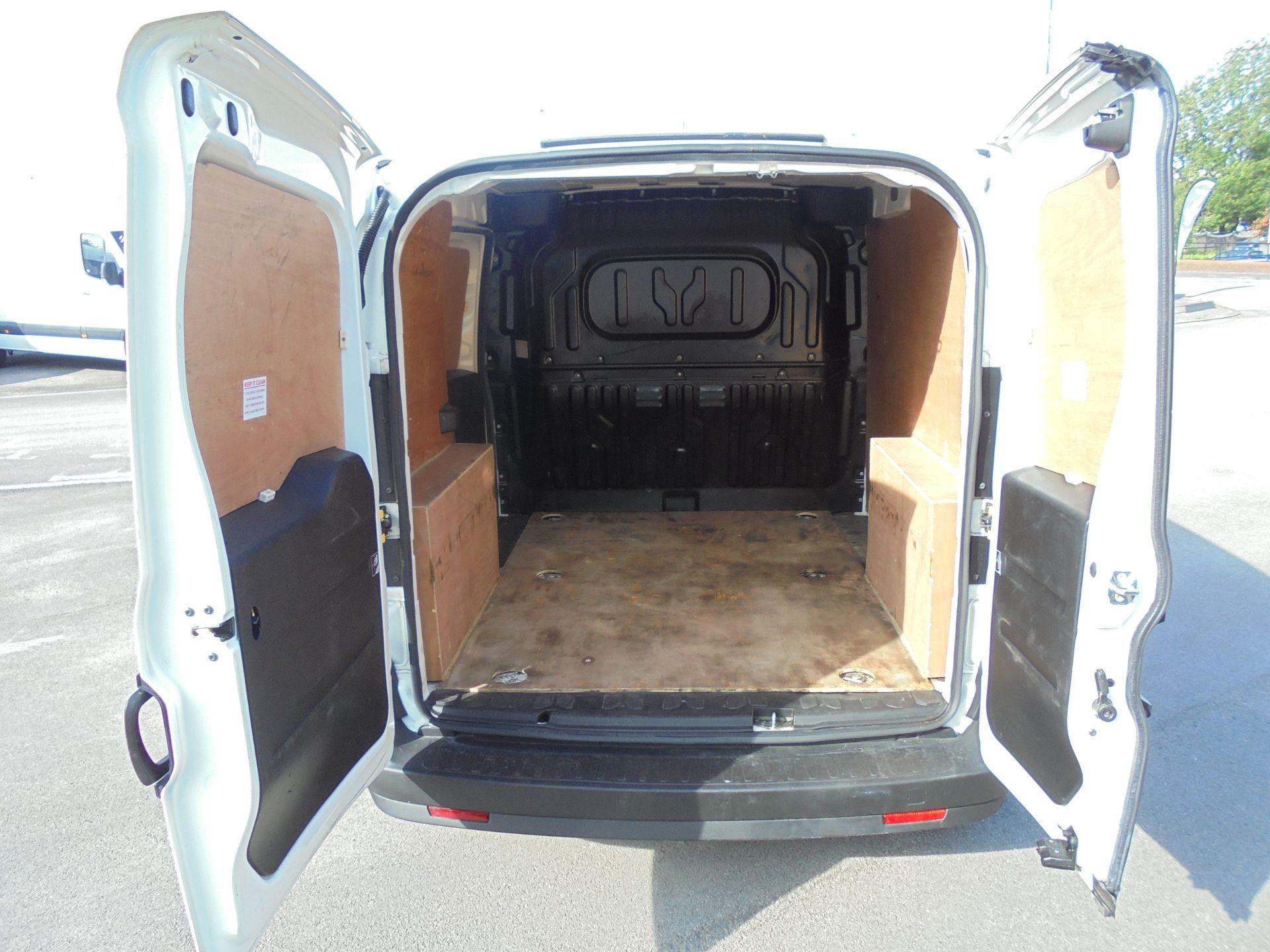2016 Vauxhall Combo 2000 1.3 Cdti 16V H1 Van (DX16YHZ) Image 16