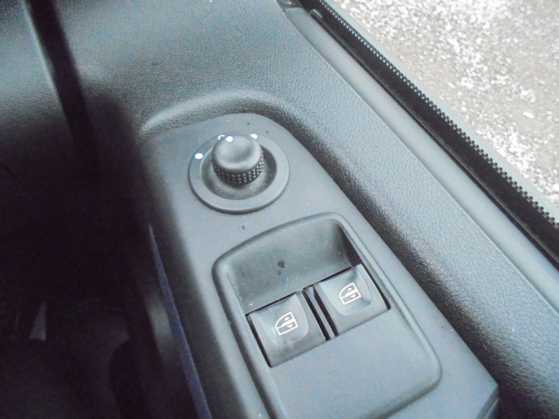 2017 Vauxhall Vivaro  L2 H1 2900 1.6 BITURBO 125PS ECOFLEX COMBI 9 SEAT EURO 6 (DX17VWC) Image 18