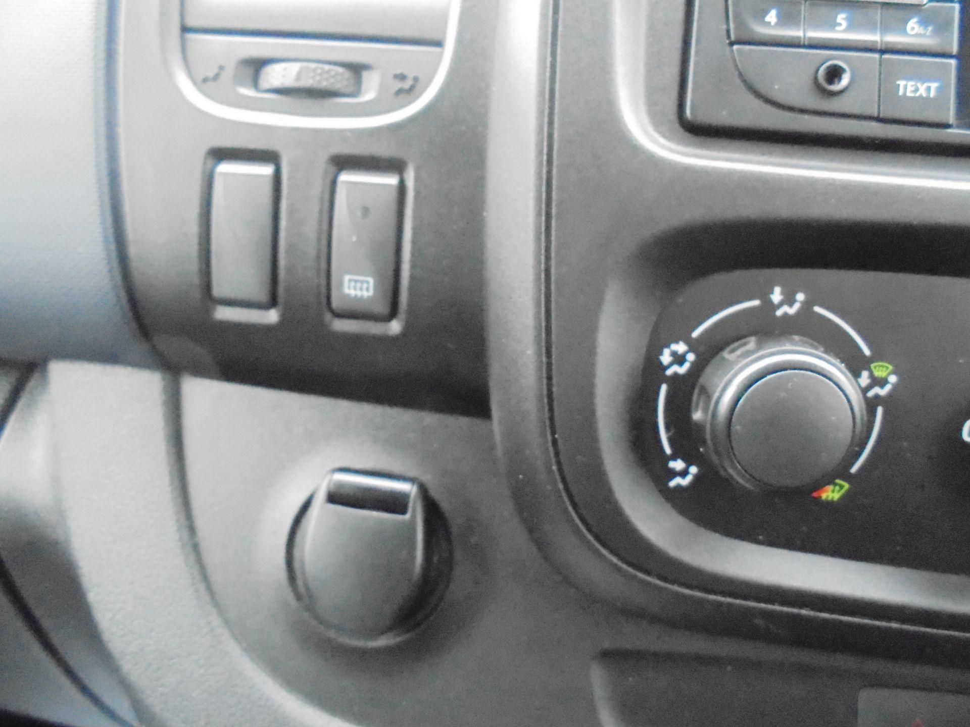 2017 Vauxhall Vivaro  L2 H1 2900 1.6 BITURBO 125PS ECOFLEX COMBI 9 SEAT EURO 6 (DX17VWC) Image 26