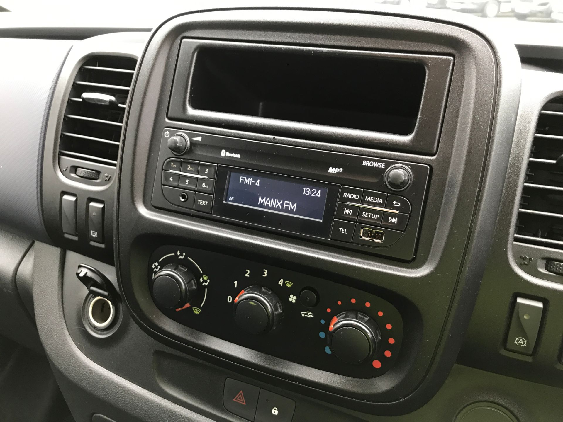 2017 Vauxhall Vivaro 2900 L2 H1 1.6BITURBO 125PS ECOFLEX 9 SEAT EURO 6 (DX17VYS) Image 3
