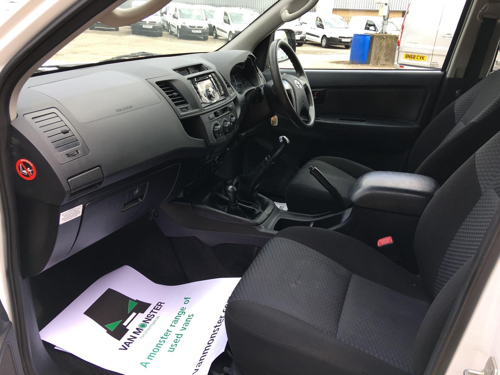 2015 Toyota Hilux DOUBLE CAB PICK UP 2.5 D-4D ACTIVE EURO 5 (DX65OZB) Image 15