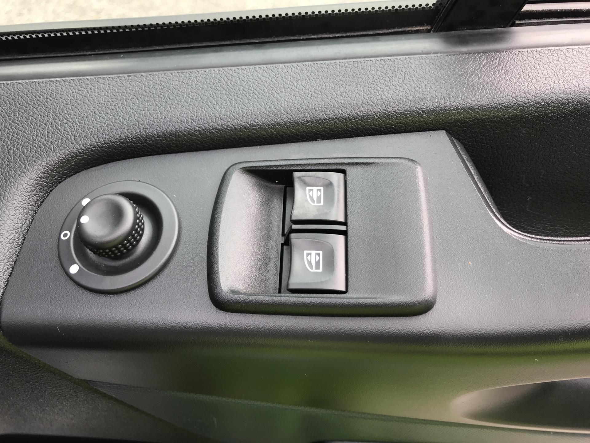 2015 Vauxhall Vivaro 2900 1.6Cdti 115Ps H1 Doublecab Euro 5 (DX65UAM) Image 15