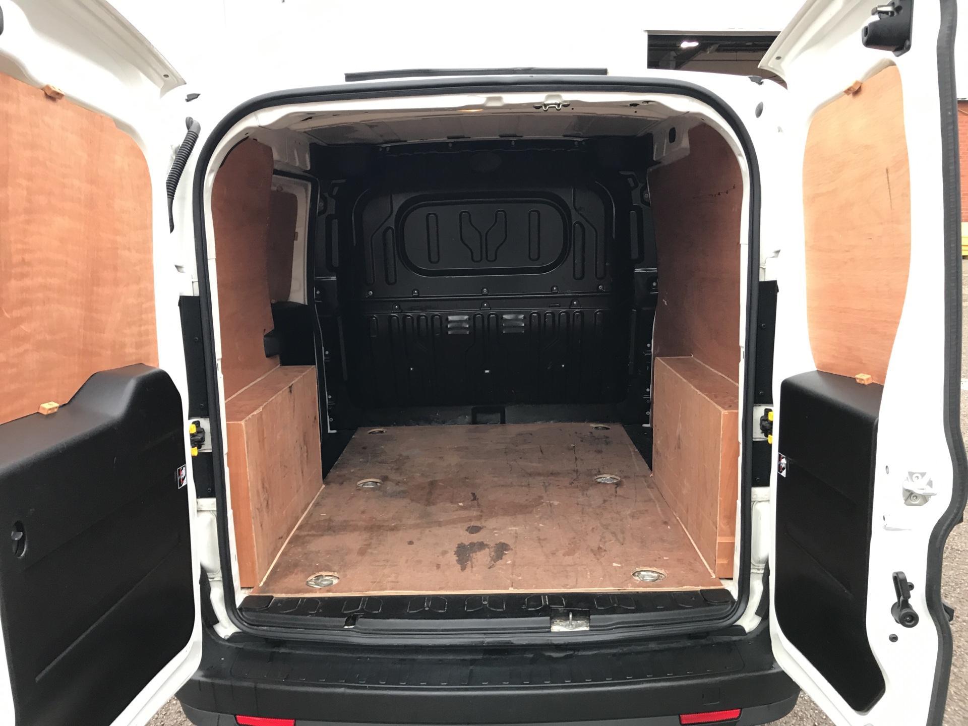 2015 Vauxhall Combo L1 H1 2000 1.3 16V  EURO 5 (DX65UEJ) Image 17