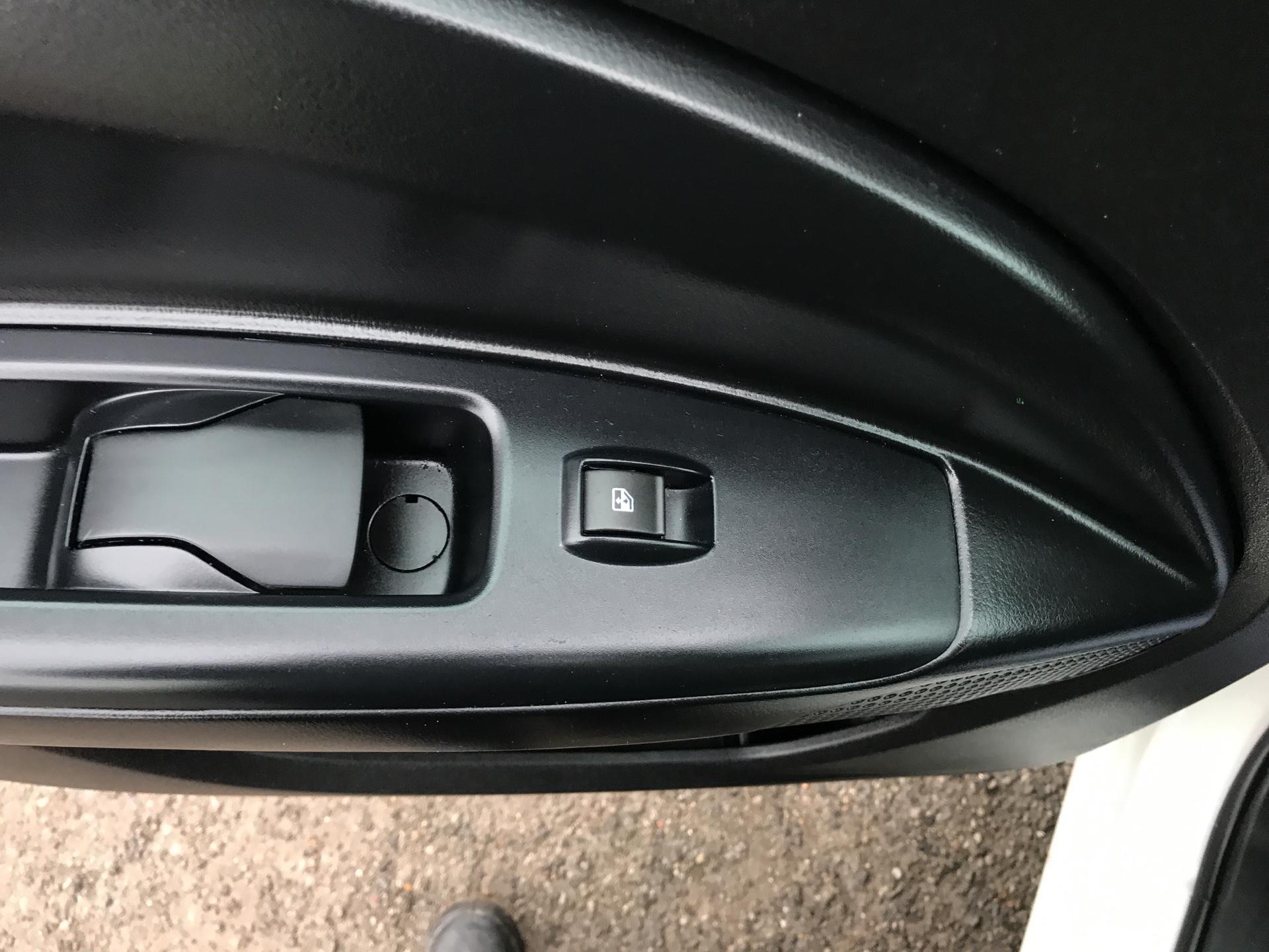 2015 Vauxhall Combo L1 H1 2000 1.3 16V  EURO 5 (DX65UEJ) Image 20