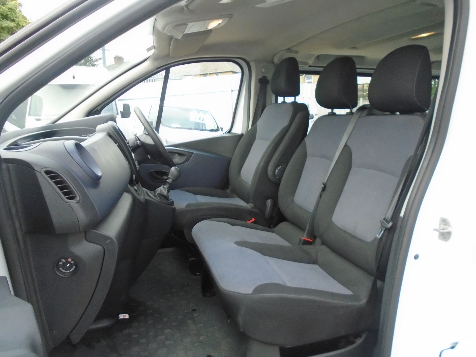 2015 Vauxhall Vivaro 2900 1.6Cdti 115Ps H1 Combi 9 Seat (DX65WTV) Image 18