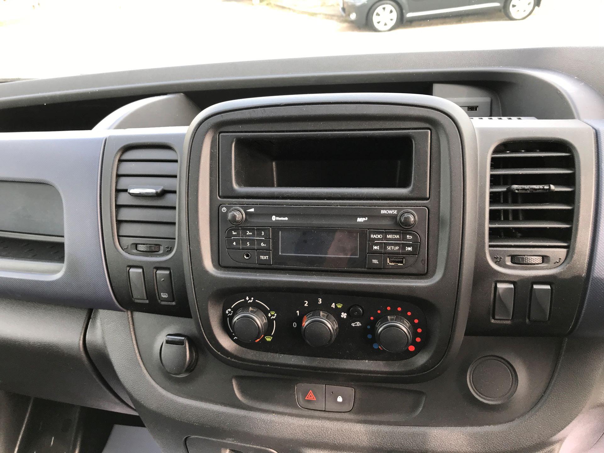 2015 Vauxhall Vivaro 2900 L2 H1 1.6CDTI 115PS (DX65WVZ) Image 14