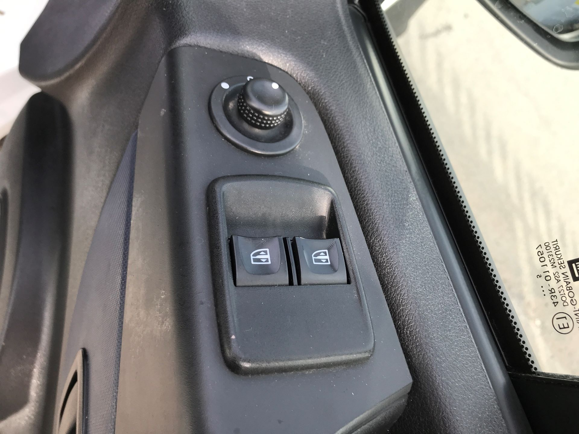 2015 Vauxhall Vivaro 2900 L2 H1 1.6CDTI 115PS (DX65WVZ) Image 13