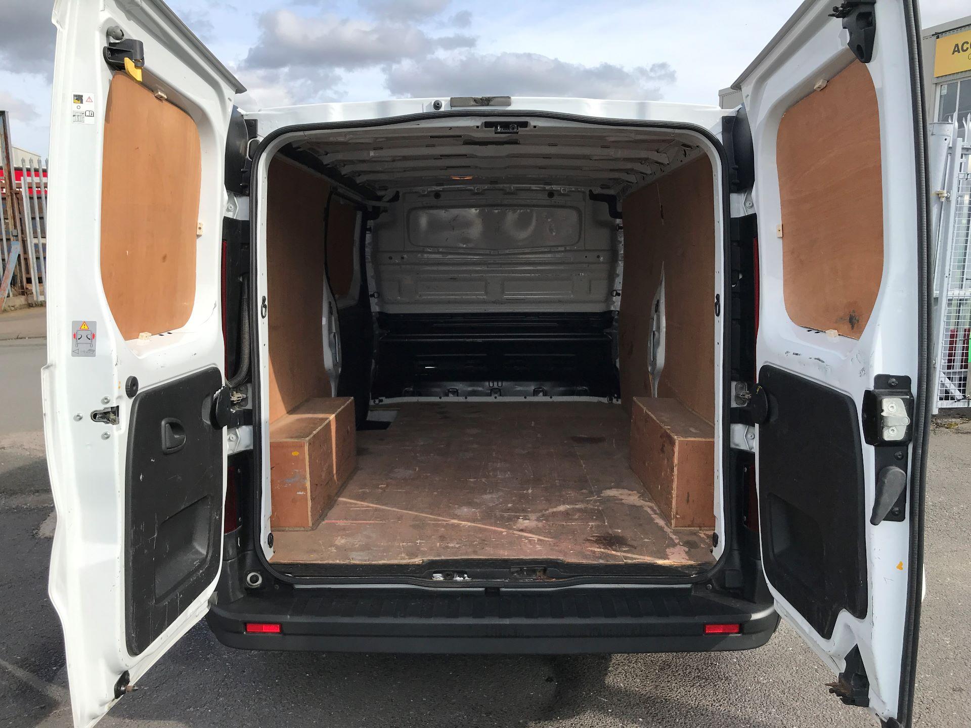 2015 Vauxhall Vivaro 2900 L2 H1 1.6CDTI 115PS (DX65WVZ) Image 8