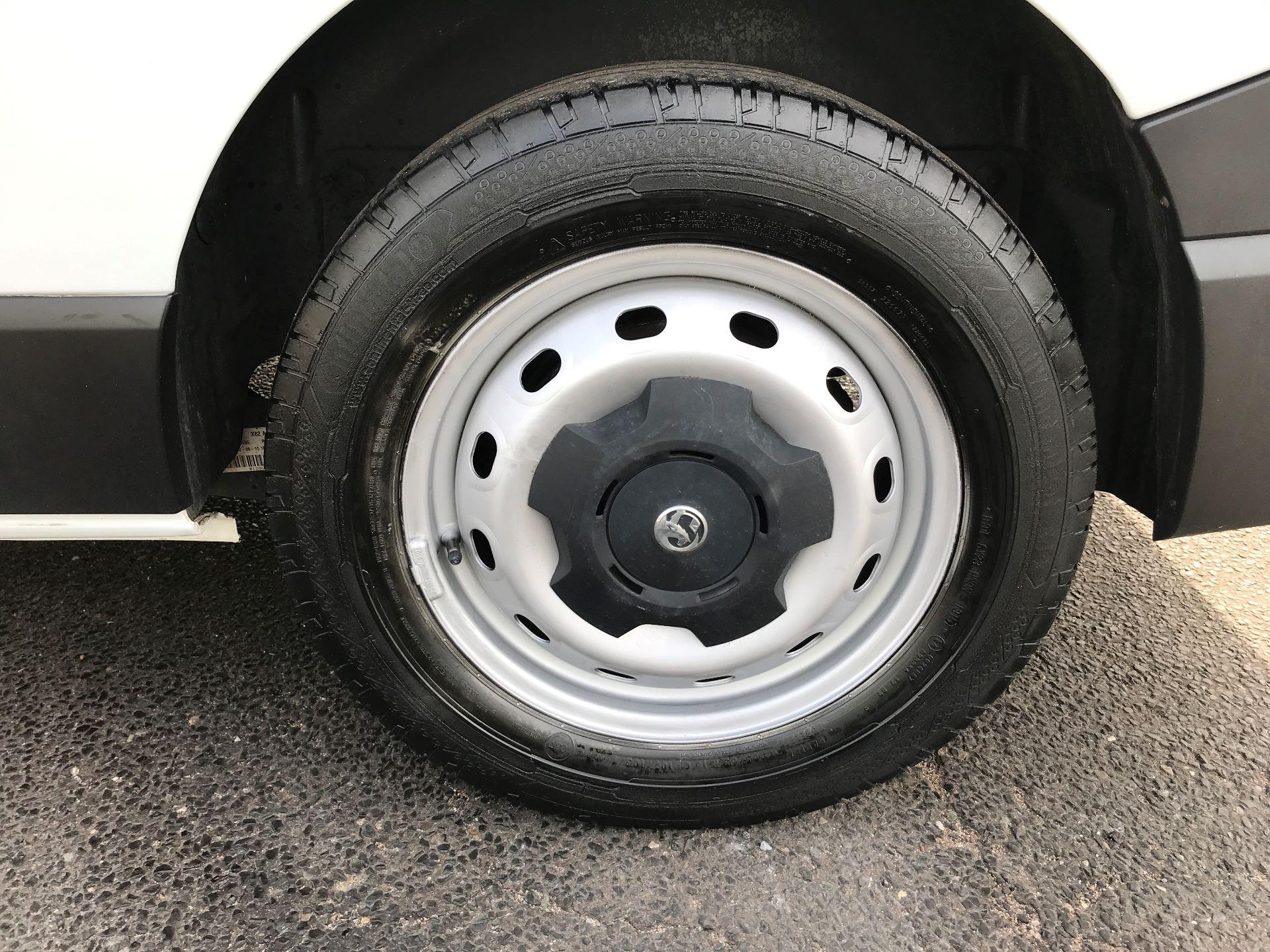 2015 Vauxhall Vivaro 2900 L2 H1 1.6CDTI 115PS (DX65WVZ) Image 5
