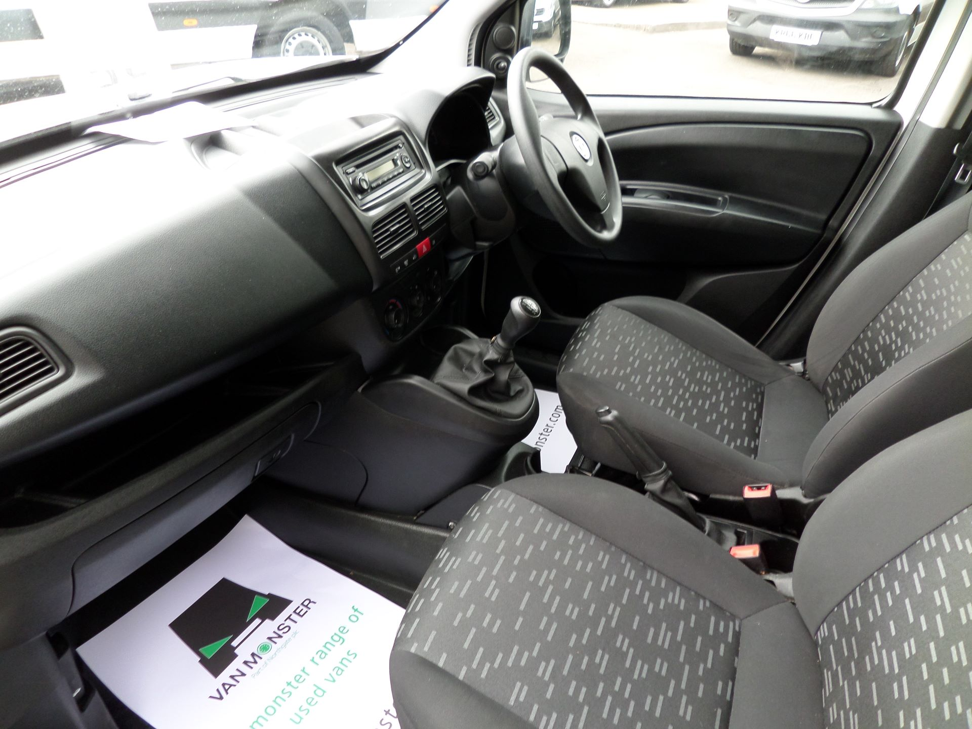 2015 Vauxhall Combo 2000 1.3 Cdti 16V H1 Van Euro 5 (DX65WXE) Image 12