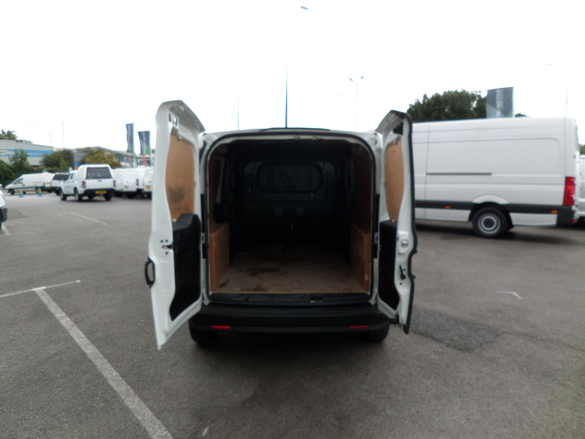 2015 Vauxhall Combo 2000 1.3 Cdti 16V H1 Van Euro 5 (DX65WXE) Image 15