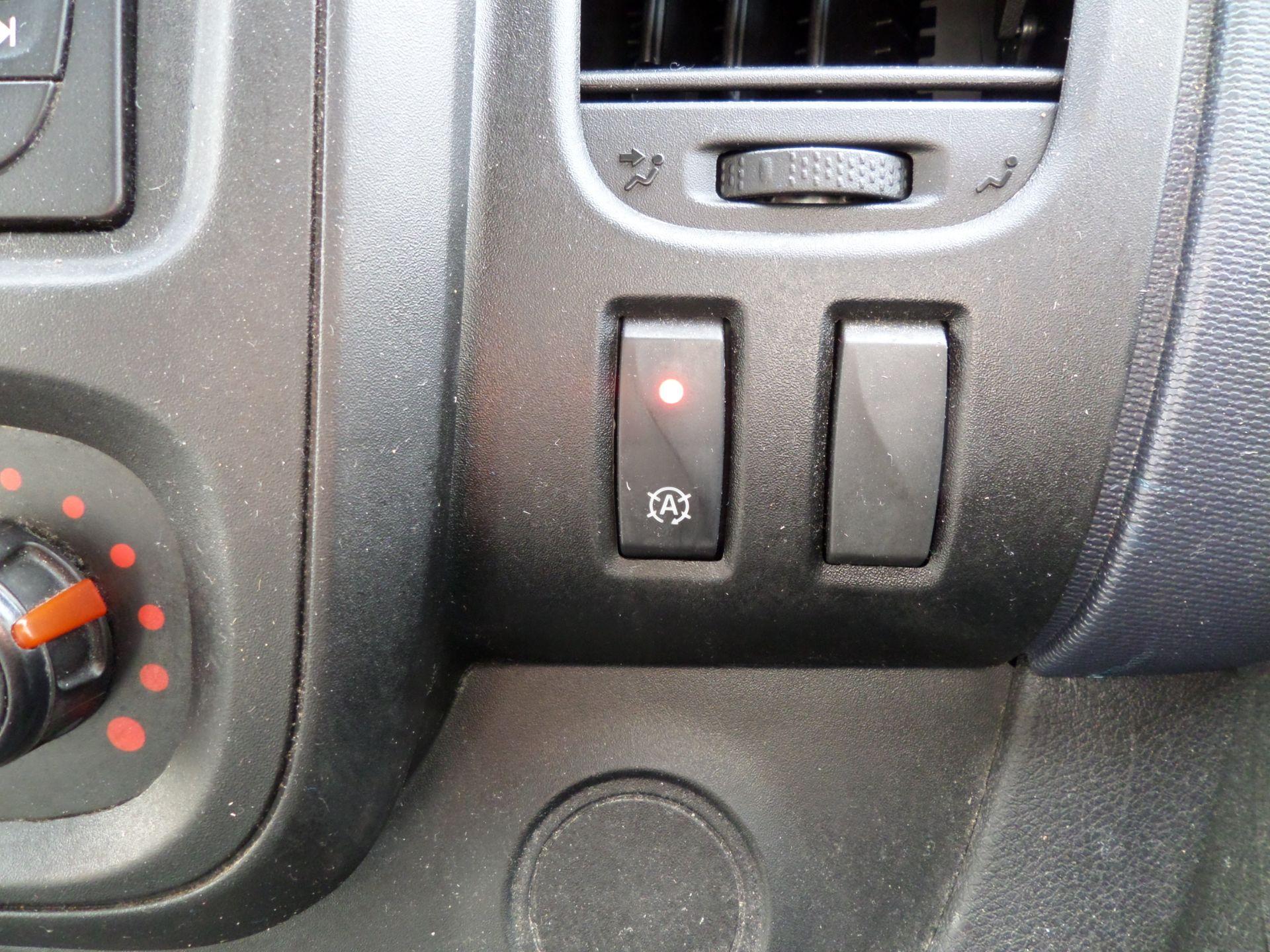 2017 Vauxhall Vivaro 2900 1.6Cdti Biturbo 125Ps H1 Combi 9 Seat (NO VAT) 70mph Limited (DY17UTV) Image 16