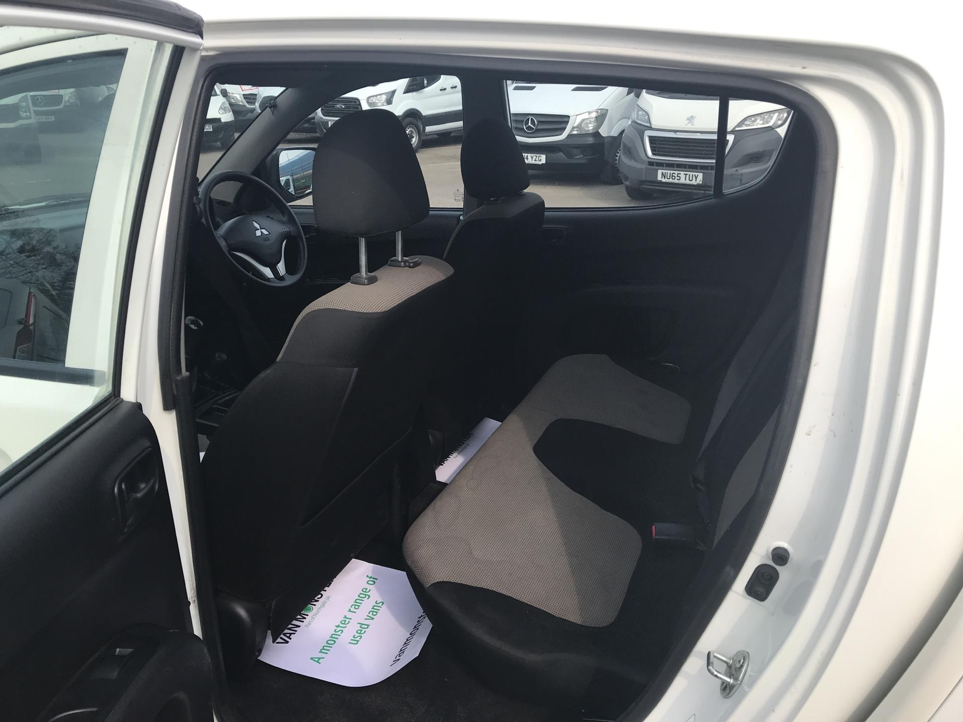 2015 Mitsubishi L200 Double Cab Di-D 4Life 4Wd 134Bhp *VALUE RANGE VEHICLE CONDITION REFLECTED IN PRICE* (DY65XLH) Image 15