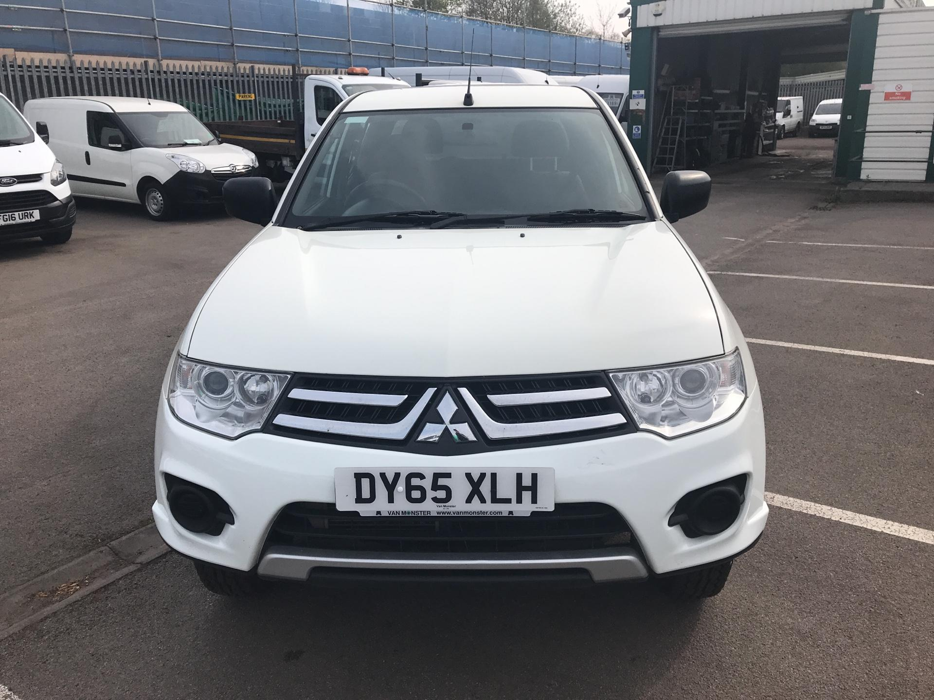 2015 Mitsubishi L200 Double Cab Di-D 4Life 4Wd 134Bhp *VALUE RANGE VEHICLE CONDITION REFLECTED IN PRICE* (DY65XLH) Image 8