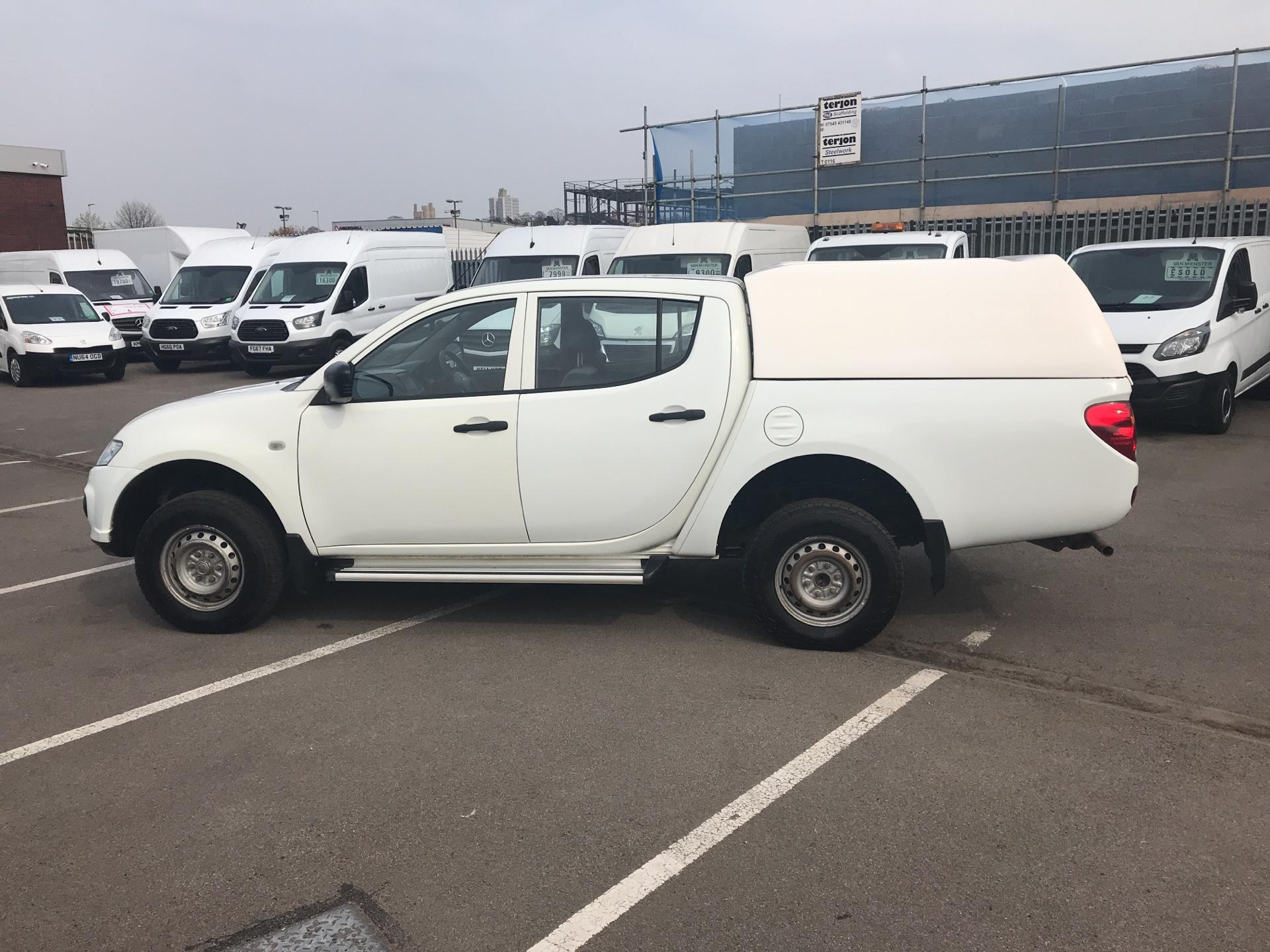 2015 Mitsubishi L200 Double Cab Di-D 4Life 4Wd 134Bhp *VALUE RANGE VEHICLE CONDITION REFLECTED IN PRICE* (DY65XLH) Image 6