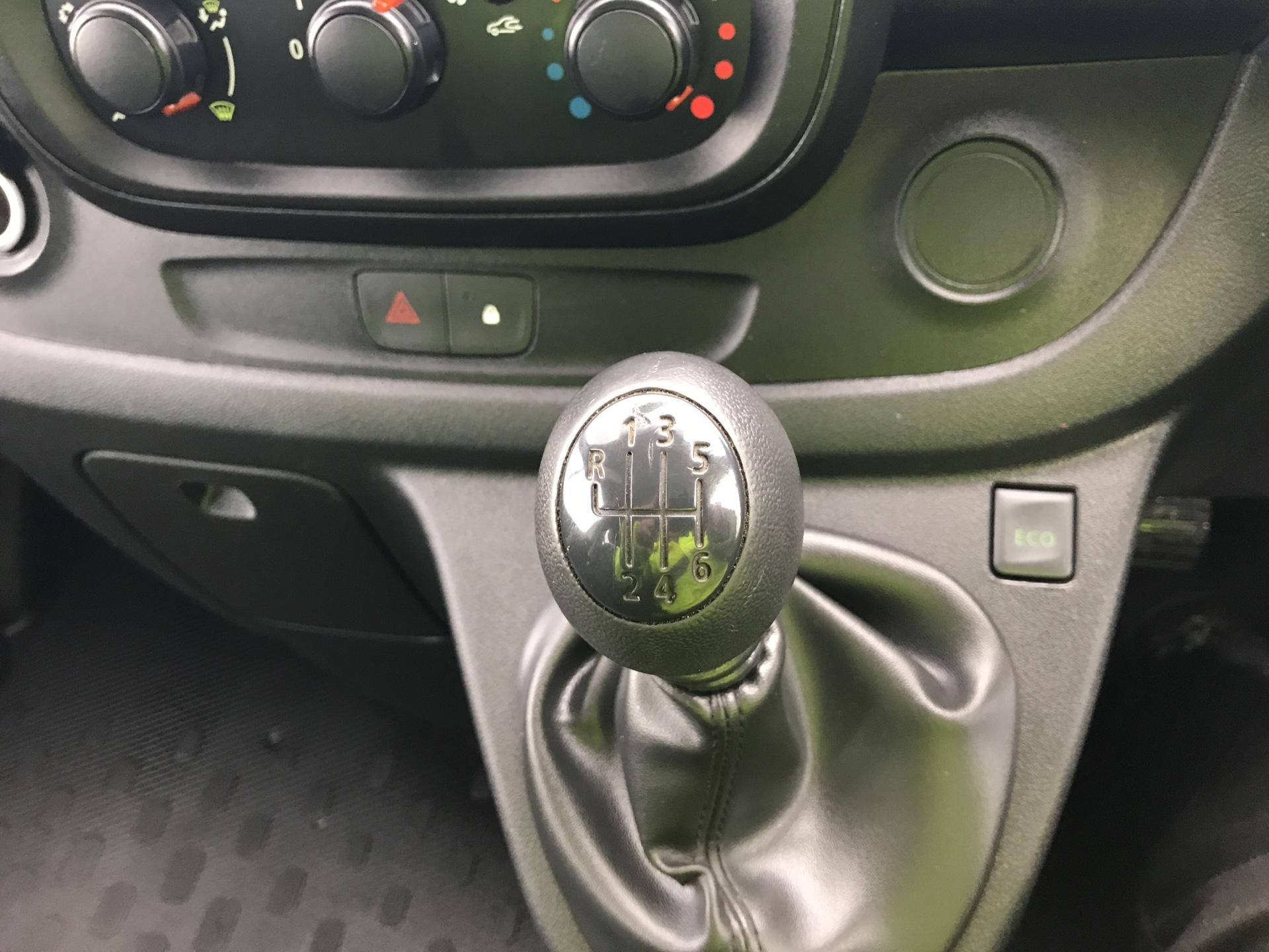 2015 Vauxhall Vivaro  L2 H1 2900 1.6 115PS COMBI 9 SEAT EURO 5. VAT INC (DY65YGT) Image 12