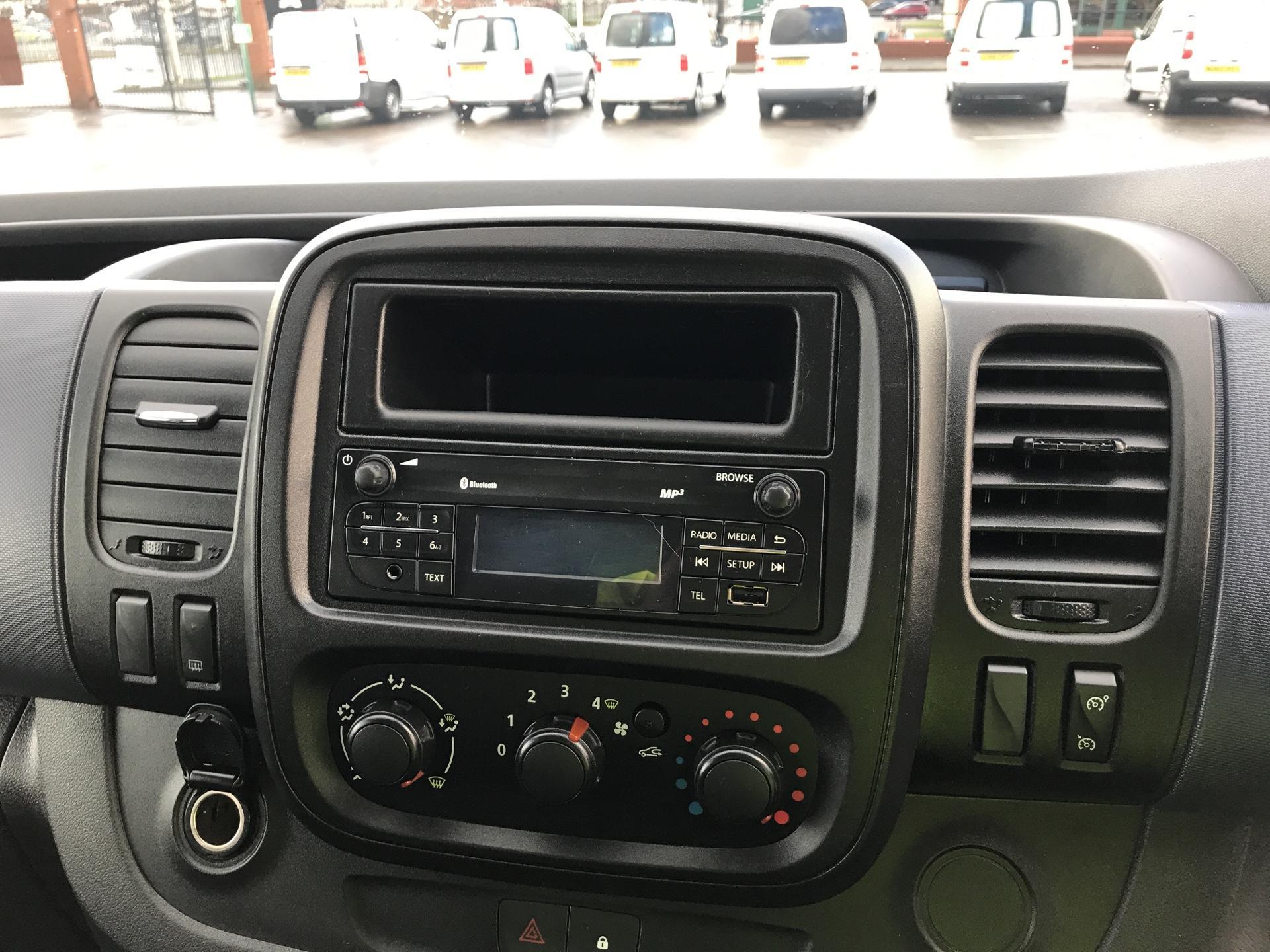 2015 Vauxhall Vivaro  L2 H1 2900 1.6 115PS COMBI 9 SEAT EURO 5. VAT INC (DY65YGT) Image 10