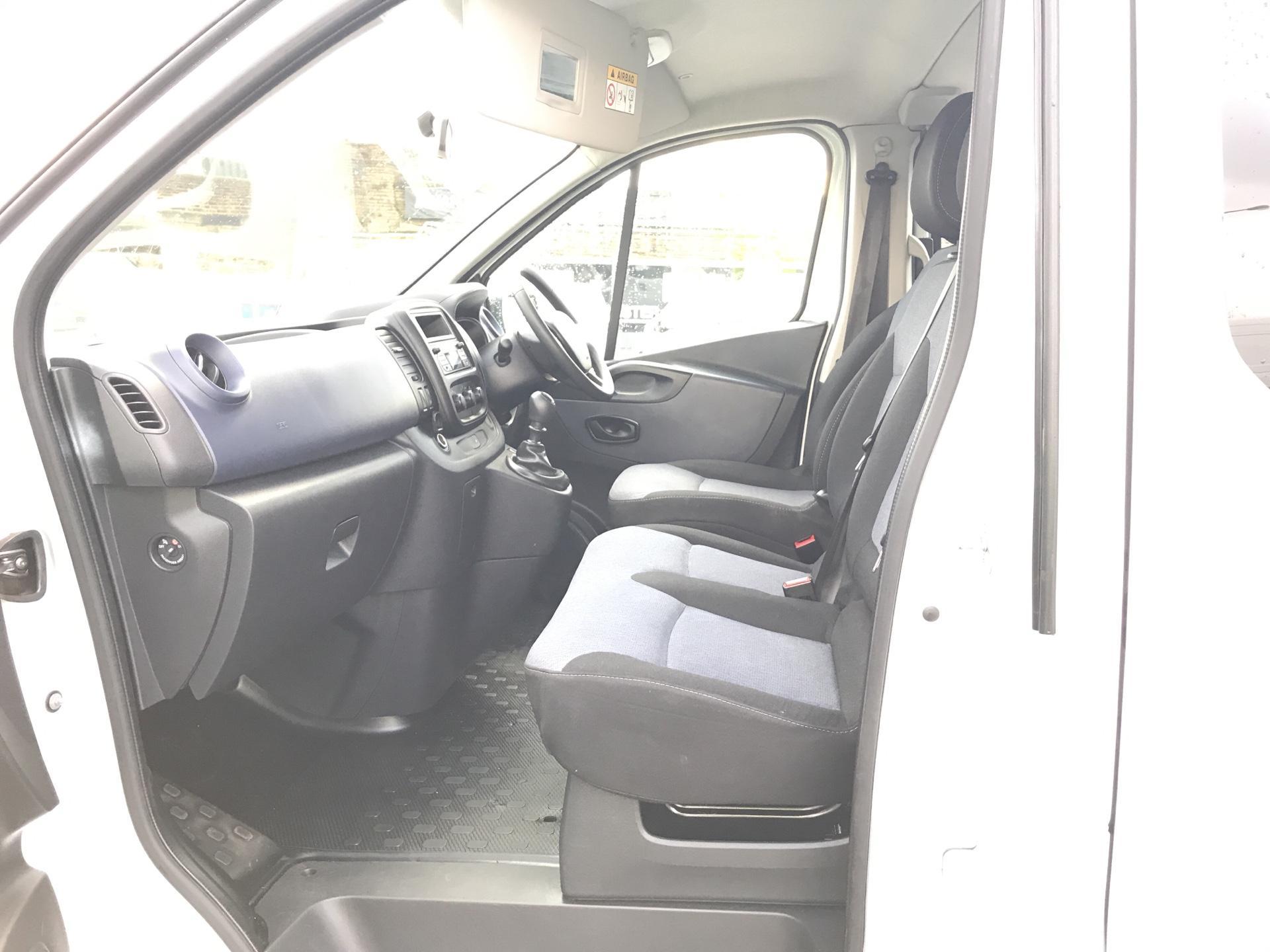 2015 Vauxhall Vivaro  L2 H1 2900 1.6 115PS COMBI 9 SEAT EURO 5. VAT INC (DY65YGT) Image 14