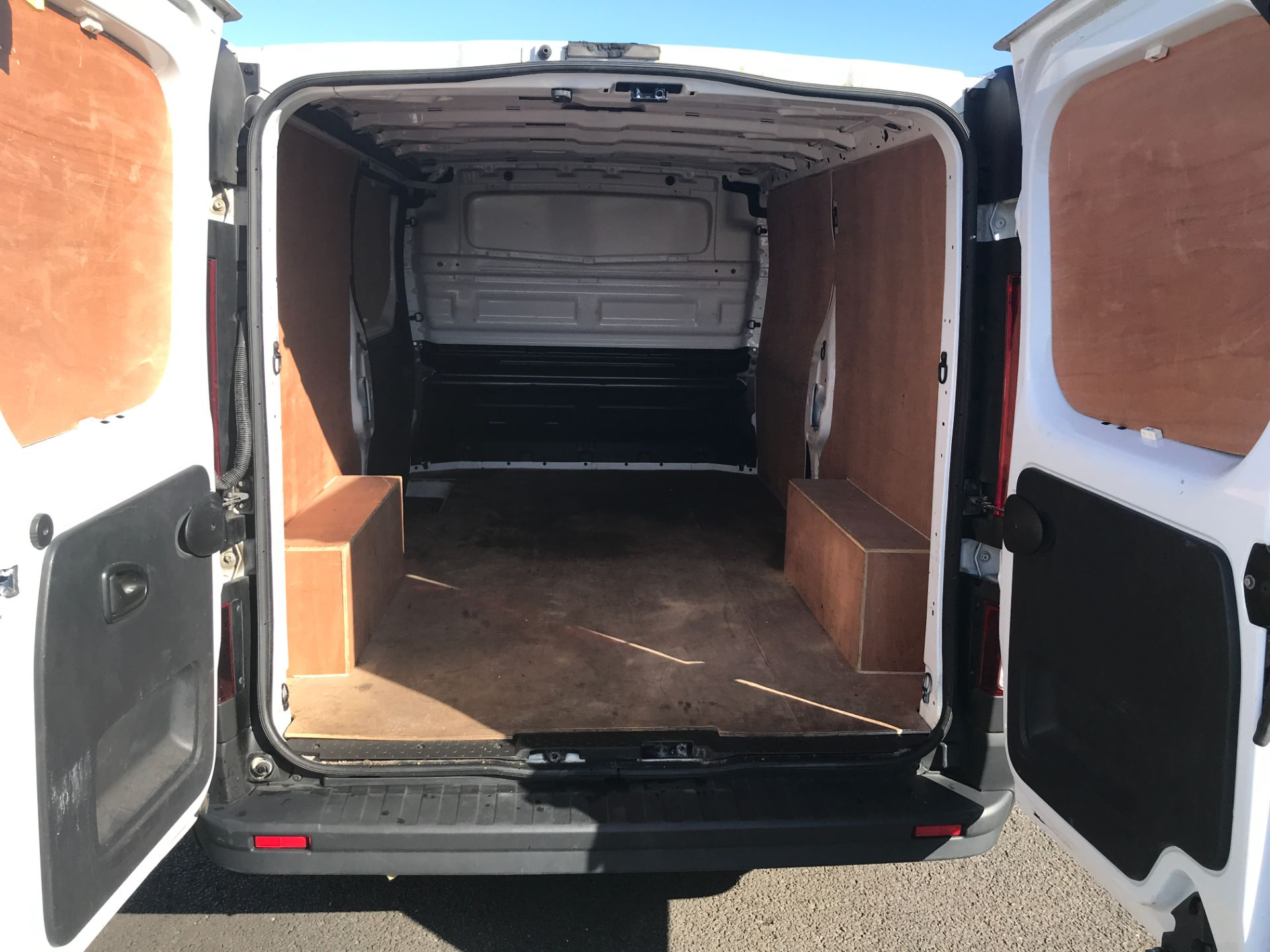 2017 Vauxhall Vivaro 2900 L2 H1 120PS EURO 6  (DY67MWZ) Image 8