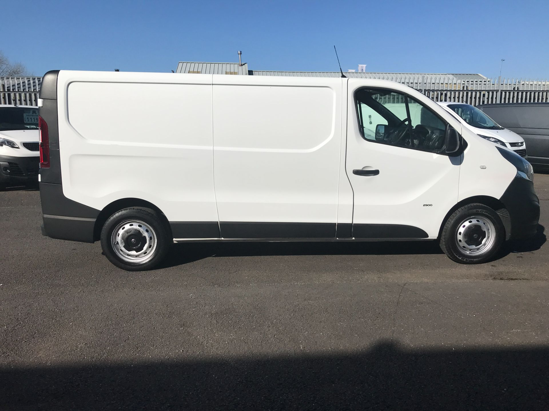 2017 Vauxhall Vivaro 2900 L2 H1 120PS EURO 6  (DY67MWZ) Image 12