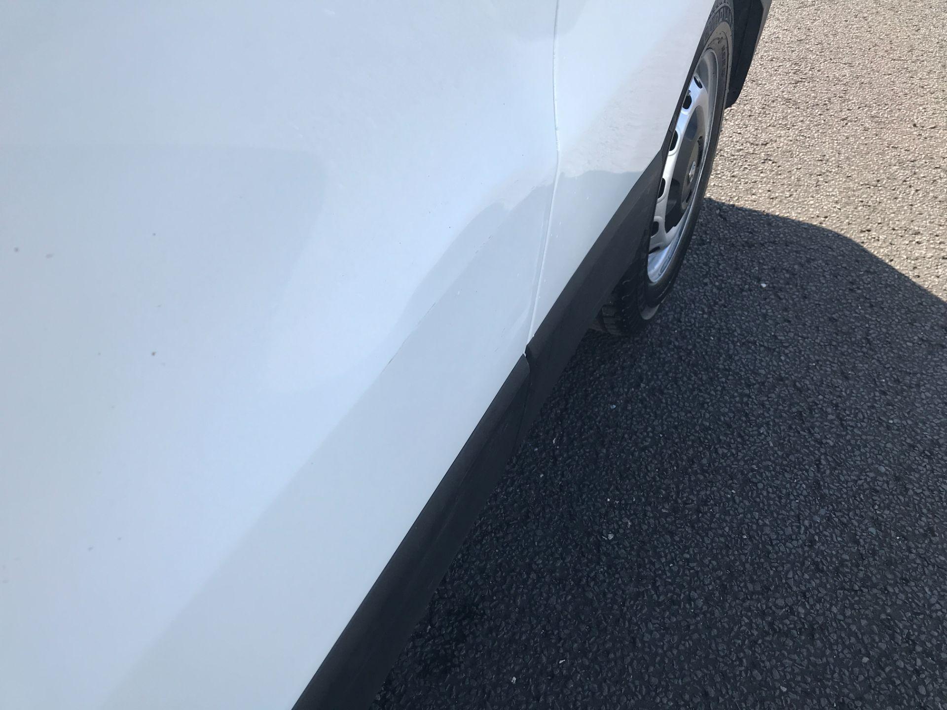 2017 Vauxhall Vivaro 2900 L2 H1 120PS EURO 6  (DY67MWZ) Image 24