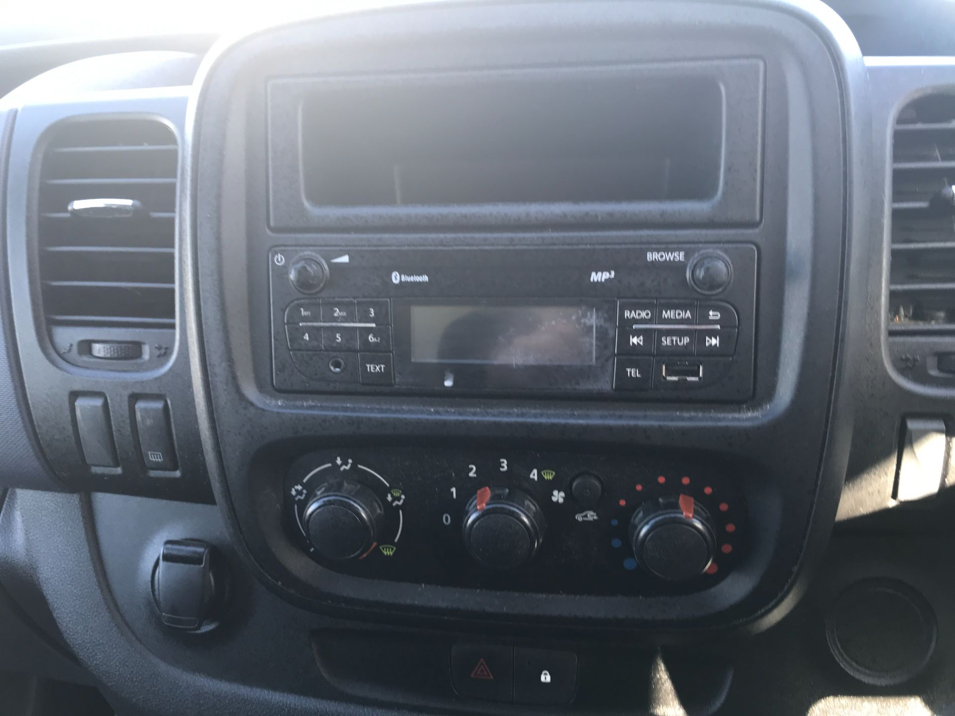 2017 Vauxhall Vivaro 2900 L2 H1 120PS EURO 6  (DY67MWZ) Image 17