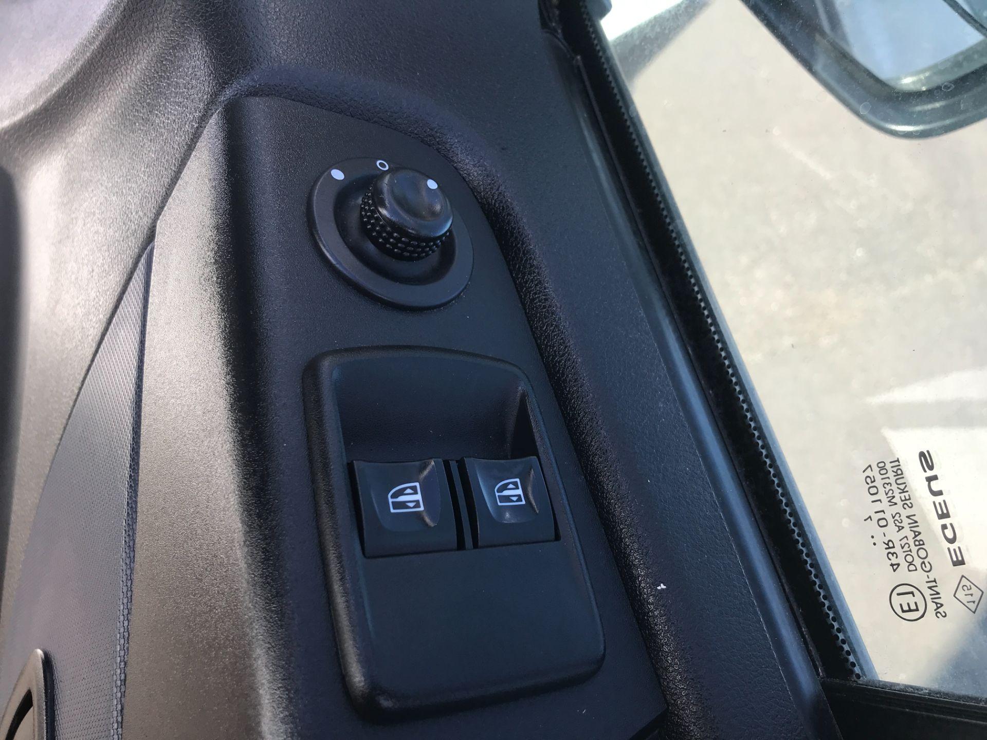 2017 Vauxhall Vivaro 2900 L2 H1 120PS EURO 6  (DY67MWZ) Image 15