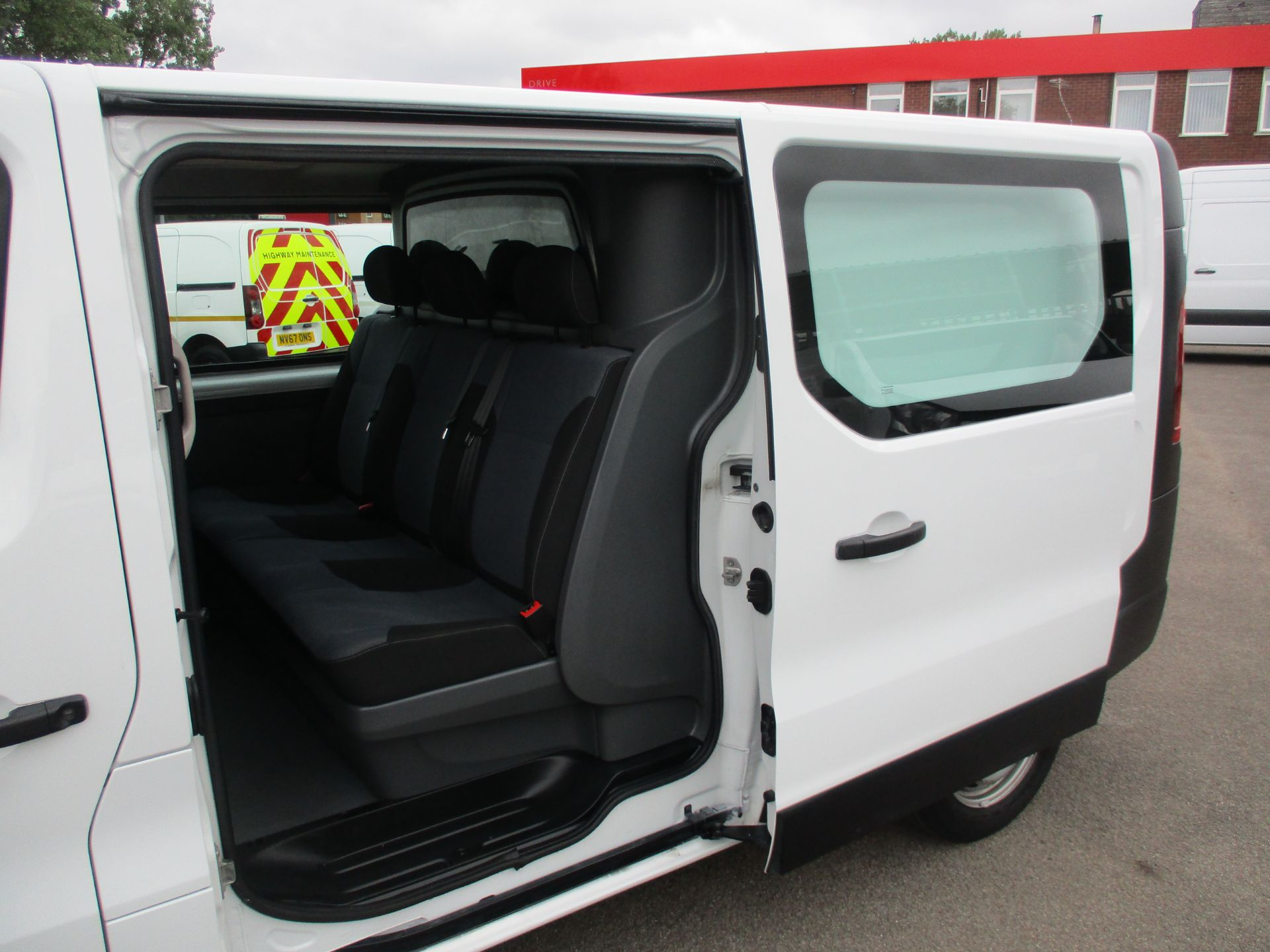 2017 Vauxhall Vivaro L2 H1 2900 1.6CDTI 120PS DOUBLE CAB  EURO 6 (DY67MYF) Image 9